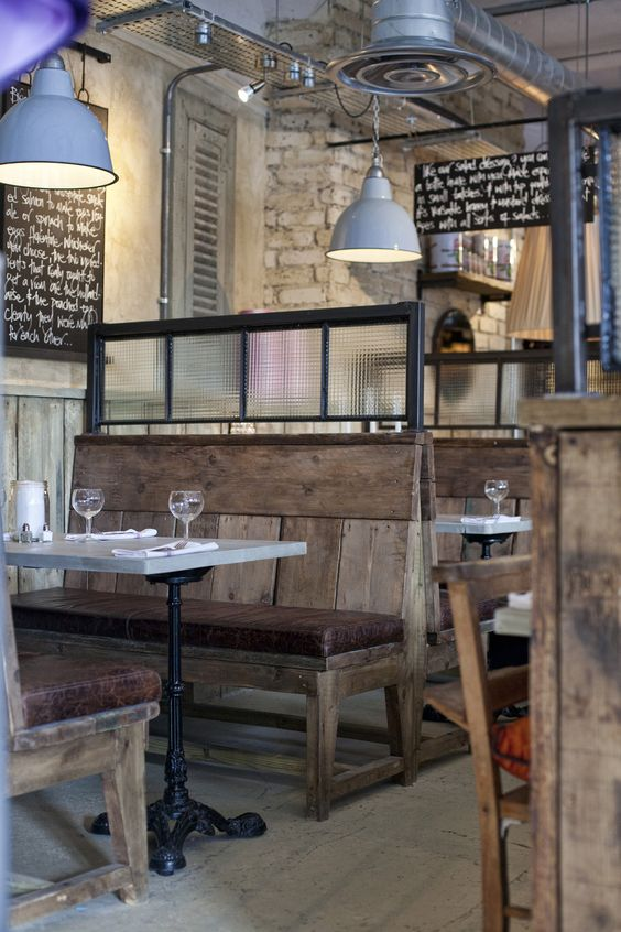 Inspiring interiors rustic little mill house for Mobilier salle a diner