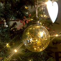goldsnowflakebauble