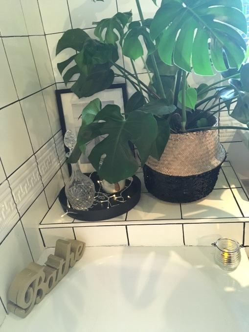 sequinbasketinbathroom
